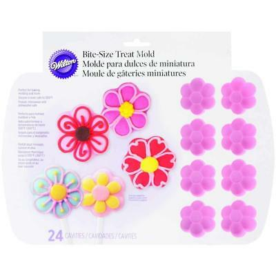 Wilton 24 Cavity Silicone Daisy Flowers Mold Party Favours Bakeware Decorations