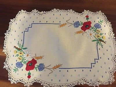 Stunning vintage linen embroidered Spring flowers Poppies Centrepiece Doily Exc