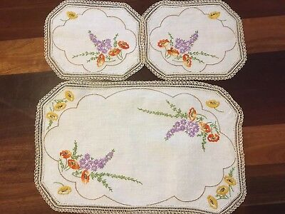 Pretty vintage linen hand embroidered poppies daisies 3 Doily Duchess Set unused