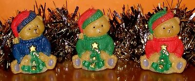 3 CHRISTMAS TEDDY BEAR CANDLES • Pullovers - green - red - blue - Bobble Hats