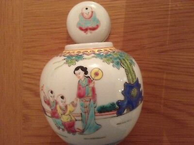Lovely chinese  porcelain jinger jar, 4 3/4 inches tall