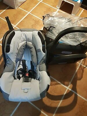 Maxi-Cosi Air baby capsule with 2 bases