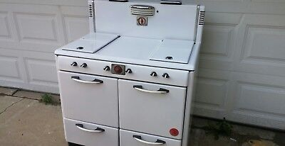 Vintage Magic Chef gas Stove. One Owner