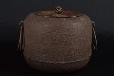 R5912: Japanese Old Iron sculpture TEAKETTLE Teapot Chagama w/copper lid