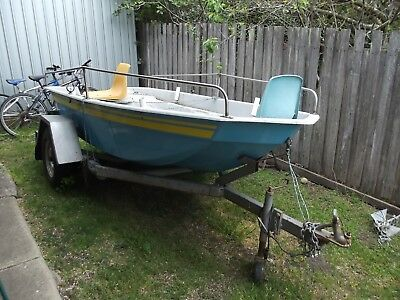BOAT 10 ft fibreglass and towable trailer
