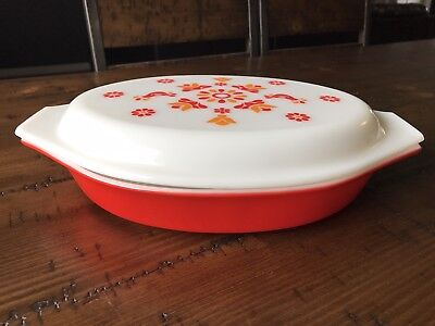 PYREX 1 QUART FRIENDSHIP DIVIDED BAKING DISH w/ WHITE DECORATED LID