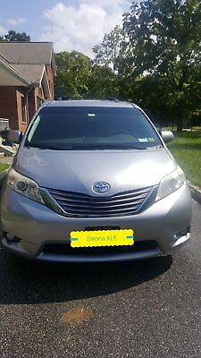 2012 Toyota Sienna XLE 2012 Toyota Sienna XLE 8 passengers , leather seats, Navigation, sunroof, etc...