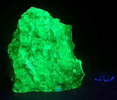 Fluorescent Agate from Anderson Mine AZ