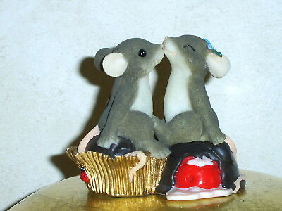 Charming Tails - Candy Kisses collectable mouse ornament 84/108