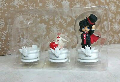 Clamp chess pieces