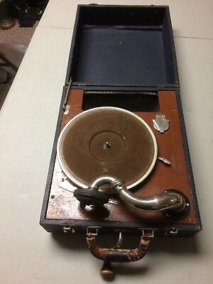 ANTIQUE RCA VICTROLA 78 RPM SUIT CASE PORTABLE PHONOGRAPH WORKING with Issue.