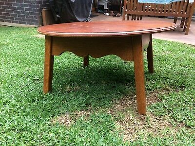 Round vintage coffee table great condition