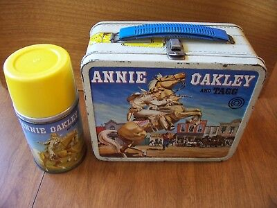 Vintage 1955 ANNIE OAKLEY lunchbox & THERMOS is Nr MINT ALL VERY NICE good glass