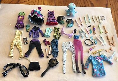 MONSTER HIGH & Ever After High REPLACEMENT BODY PARTS HANDS ARMS PIECES Clothes