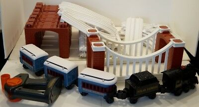 Lionel The Polar Express Battery Powered Little Lines Train Set  7-11156