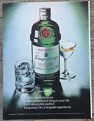 1979 Tanqueray Distilled English Gin Bottle Glasses Vintage Color Photo Print Ad