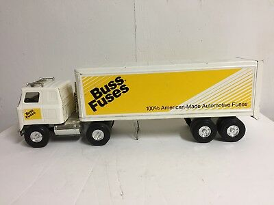 VINTAGE 1970`S ERTL Pressed International Cab Over Semi-Truck Buss Fuses VG