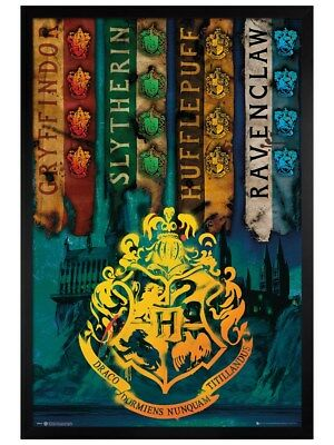 Harry Potter in schwarzes Holz eingerahmtes House Flags Maxi Poster 61 x 91,5 cm