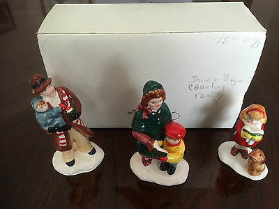 Dept 56 SNOW VILLAGE Caroling Family 3-piece Set #5105-5 EUC