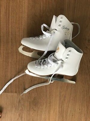 Girls ice skates size 3 barely used very good condition