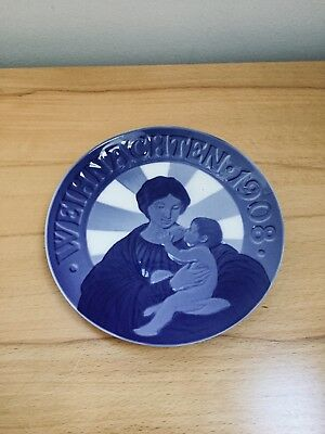 Royal Copenhagen 1908 Christmas plate, Madonna with the Child, porcelain plate