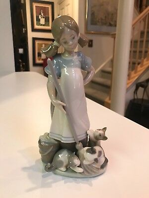 """RETIRED 8 1/4"""" Lladro #5232 PLAYFUL KITTENS GIRL WITH MOP FIGURINE Glazed MINT!!"""