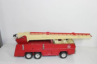 """Vintage TONKA 25"""" Aerial Ladder Fire Truck 1970's Die Cast Red Metal and Plastic"""