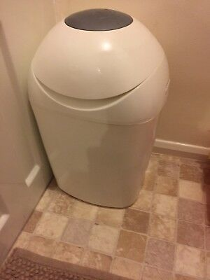 tommee tippee sangenic nappy bin With Refills