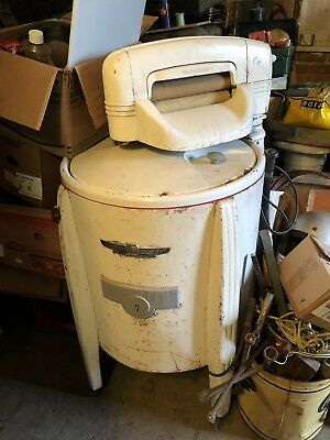 vintage ringer washer machine, good condition, In Working Order. Local Pick Up