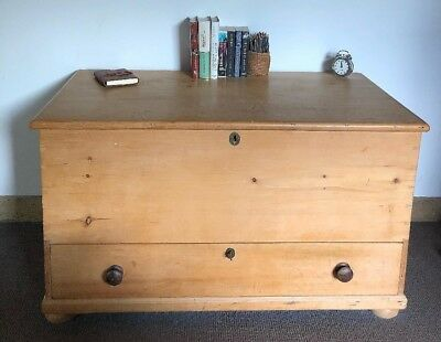 Beautiful Antique Victorian Vintage Old Pine Chest / Wooden Trunk / Blanket Box