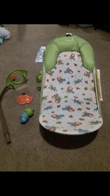 Summer Infant Deluxe Baby Bather Caterpillar with Toybar 3-position backrest