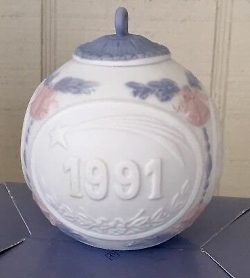 1991 Lladro Christmas Holiday Ball Ornament Porcelain