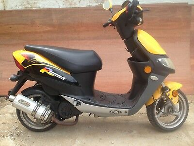 SCP BOLWELL  SCOOTA RUNNA  50cc scooter + helmets