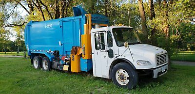 2010 Freightliner BUSINESS CLASS M2 106 Recycling Truck Garbage Truck