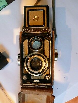 Yashica 44 A film camera (Baby Rollei look alike)