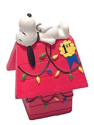 Hallmark Christmas Ornament Peanuts Snoopy 1st Place Decorating Prize Doghouse