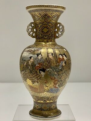 A stunning Japanese Satsuma vase , A lovely piece of the golden age. 19th C