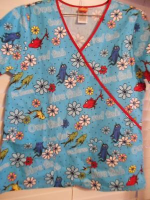 9a6e8d864dd NWT DR SEUSS One Fish Two Scrubs Top Size Small 2 Pockets Wrap Look  Tooniforms