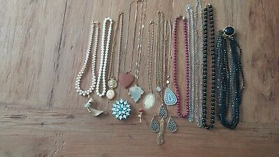 17 PIECE LOT OF VINTAGE DESIGN JEWELRY Necklace, Pins, Earrings