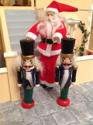 Dolls House Poseable Santa Claus And 2 Nutcrackers