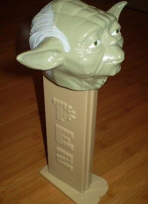 "Star Wars Yoda Giant 11""Pez Dispenser 2005 ~~ Good Used Condition PLAYS SW THEME"