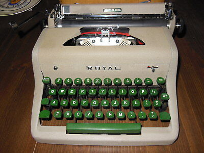 1950's Royal Quiet Deluxe Portable Typewriter in Case Excellent Condition