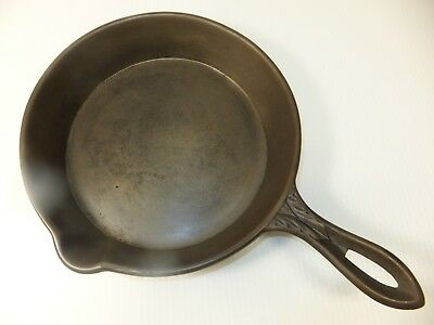 CRACKED Ornate Handle Antique 1800s Cast Iron Skillet Gate Mark 8-10 inch pan