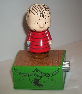 Linus Peanuts Dance Party 2017 Hallmark Christmas with Music and Motion