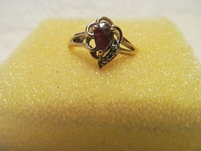 14K YELLOW GOLD GARNET ? LADIES RING  PRE OWNED SISE 7 1/2 WEIGHT 2.1g