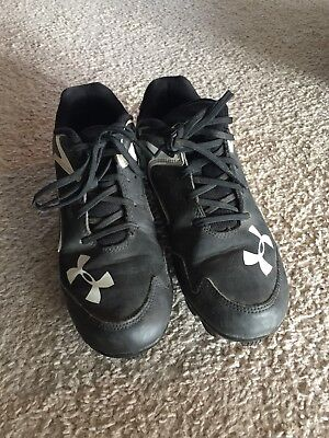 BOYS UNDER ARMOUR Black And White BASEBALL CLEATS  Size 4.5 Y YOUTH