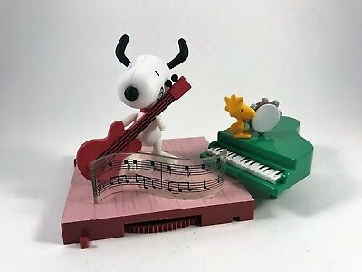Peanuts A Charlie Brown Christmas Dancing Snoopy Figure with Guitar 2004 PMI