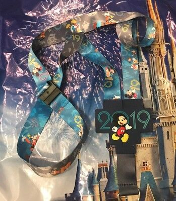Walt Disney World 2019 Lanyard Mickey Donald Pluto Goofy