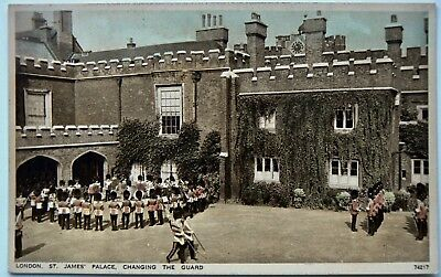 POSTCARD:ROYALTY.CHANGING THE GUARD St.JAMES PALACE.REAL PHOTO.BY PHOTOCHROM