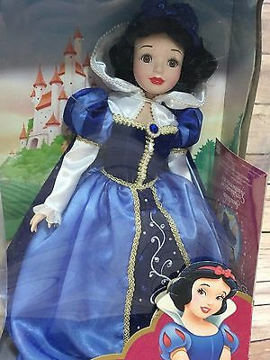 DISNEY PRINCESS SNOW WHITE PORCELAIN KEEPSAKE DOLL HOLIDAY JEWELS EDITION 03 b2